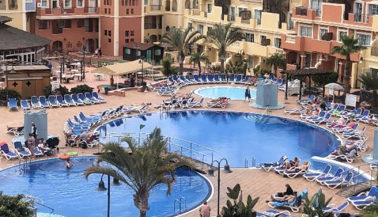 1 bed apartment for sale in apart-hotel Granada Park in Golf Las Americas -165.000 euros